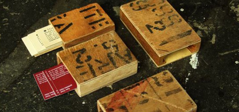 Visitenkartenetui aus recyceltem Holz